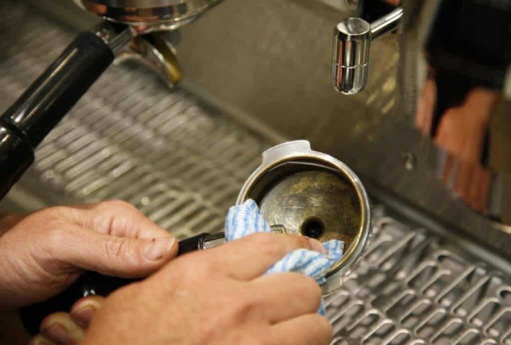 Hoe Koffiemachine Schoonmaken