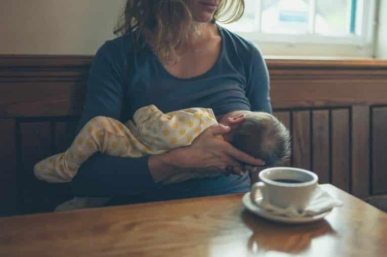 Koffie tijdens borstvoeding? Is het veilig?
