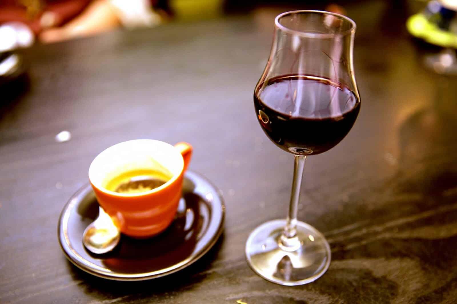 Koffie vs rode wijn