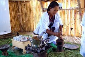 Unieke koffiedranken Ethiopische koffieceremonie