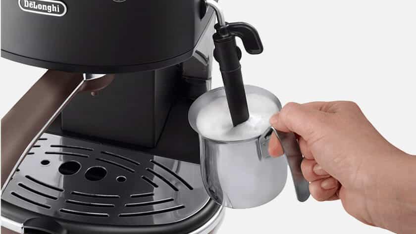 Hoe gebruik je een stoompijpje bij een koffiemachine