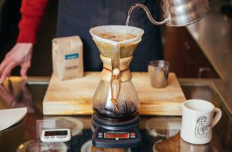 Hoe chemex koffie zetten