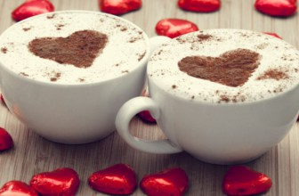 5 romantische manieren om een koffieliefhebber te laten zien hoe je je voelt