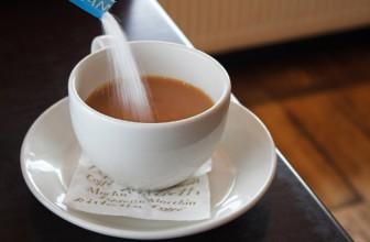 Is suiker toevoegen aan je koffie echt zo slecht?